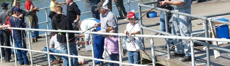 Børn der fisker