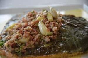 Pighvar med bacon og hvidløg
